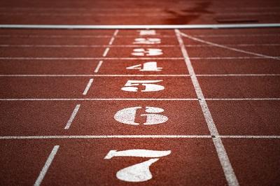Lauftraining nach Feierabend: mit Spaß & Sicherheit Bild oben unsplash.com, Adi Goldstein