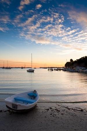 """Sportbootvermietung Bild oben piqs.de, Robert S. Donovan, """"just another day in paradise"""" (CC BY 2.0 DE)"""