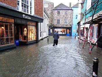 Richtig reagieren bei Wasserschäden Bild oben pixabay.com: Prawny