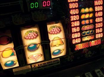 """Ein Überblick über die beliebtesten Spielautomaten Bild oben piqs.de, Andres Rueda """"Slot Machine"""" (CC BY 2.0 DE)"""
