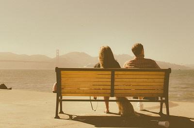 Einmal auf einer Bank sitzen Bild oben
