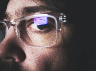 Blaufilter: Brillen für besseren Fokus und guten Schlaf Bild oben unsplash.com